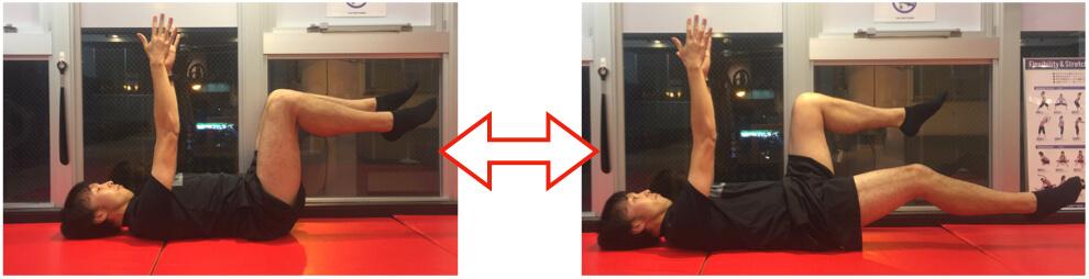 体幹トレーニングをしている男性